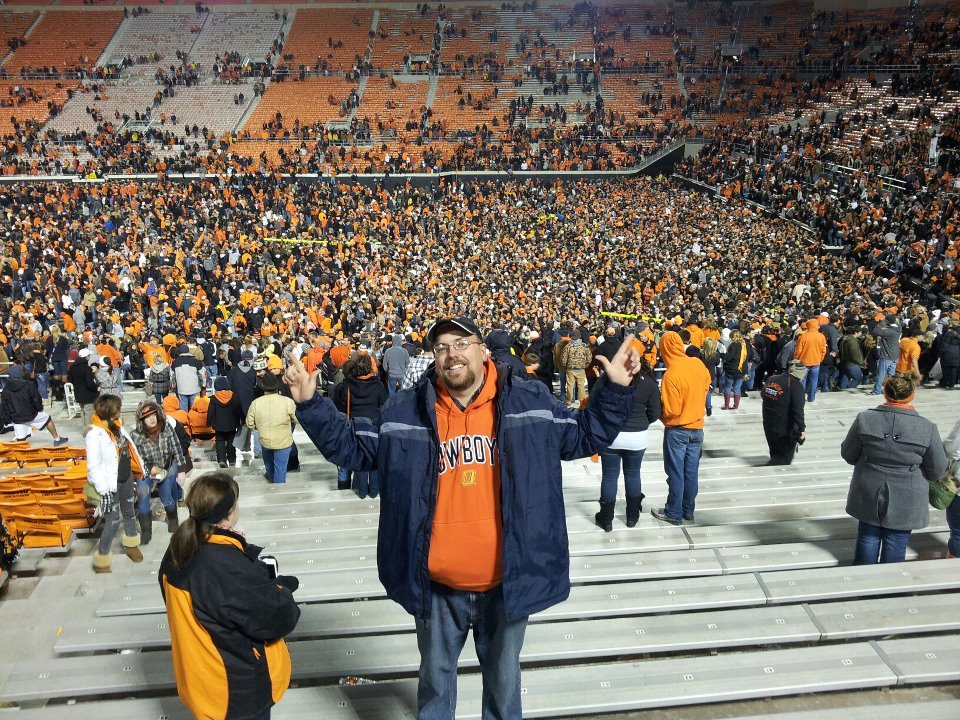 Dan showing the Cowboy victory sign.